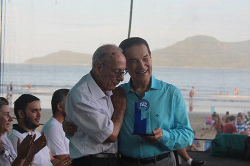 Divaldo e o presidente da FEC Olenyr Teixeira